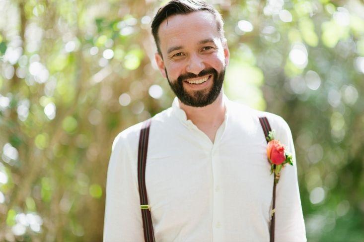 bruidegom met snor en baard