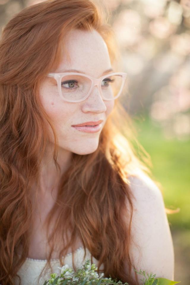 Bruid met bril en rood haar