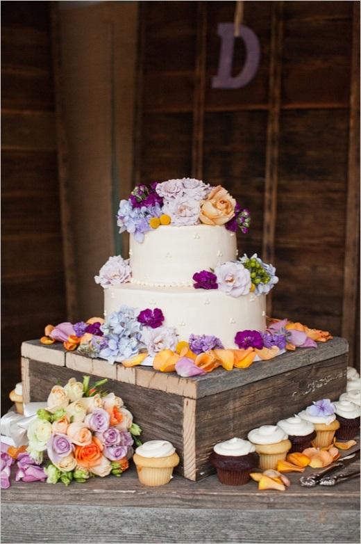 Kleurenthema paars en Peach bruidstaart