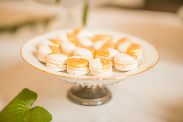 sweets macarons wit goud