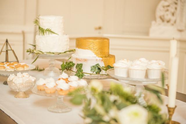 goud groen wit bruidstaart macarons