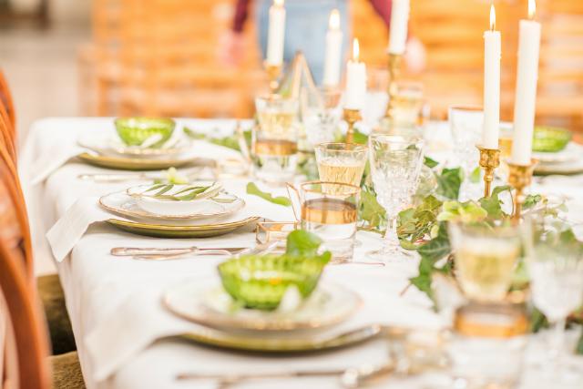 tablesetting wit goud groen kandelaar