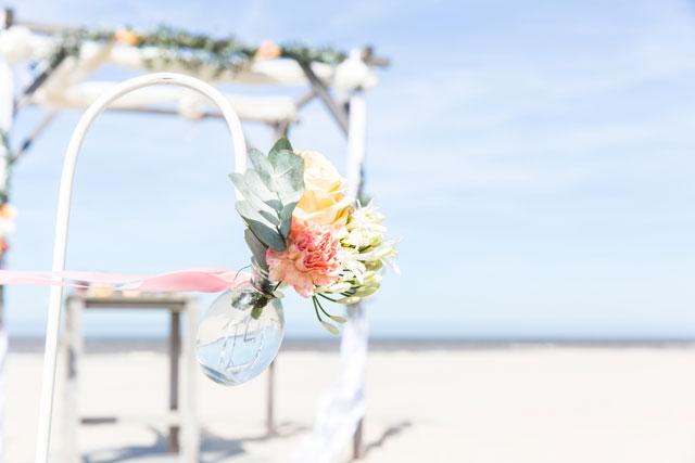 decoratie trouwen strand