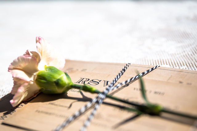 bloemen bruiloft strand