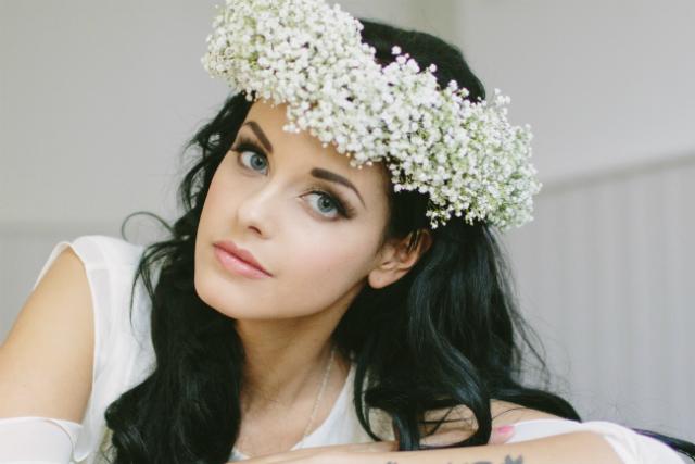Bruidsmake-up visagie bloemenkrans