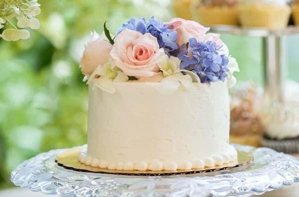 Verwonderlijk Echte bloemen op je bruidstaart HM-64
