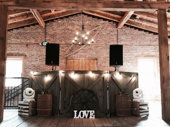 Huur een dj voor een spetterend bruiloftsfeest