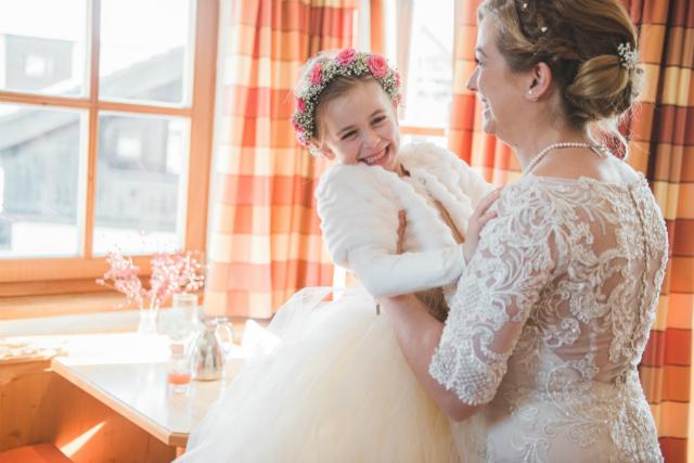 knuffel bruid en dochter