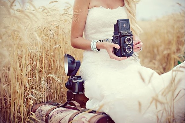 Bruiloft dj met fotocamera