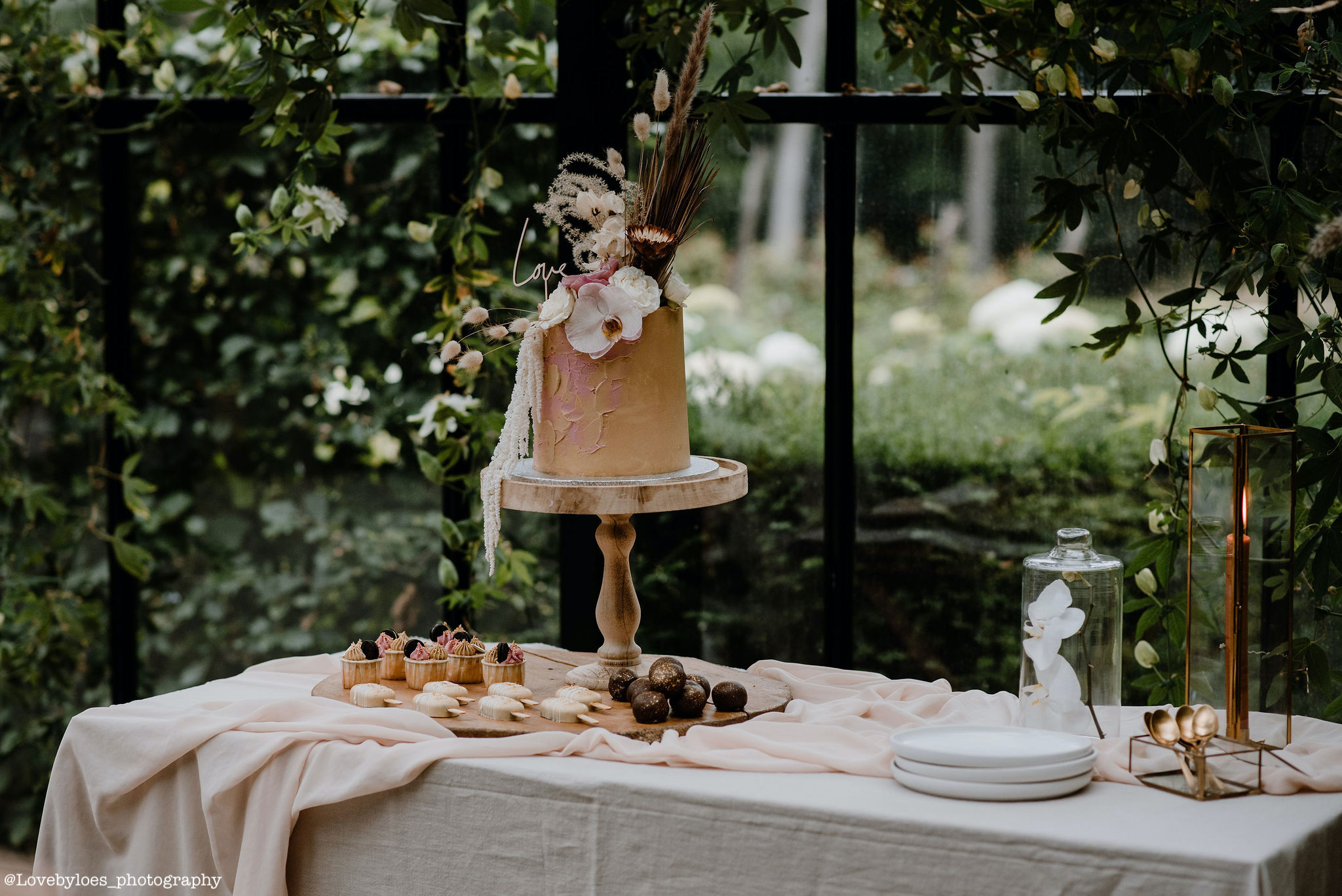 Sweet table op je bruiloft - Love by Loes Photography
