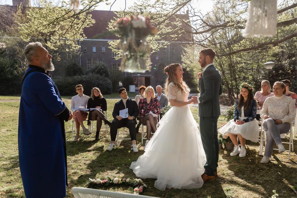romantische lente bruiloft bij oud klooster 22
