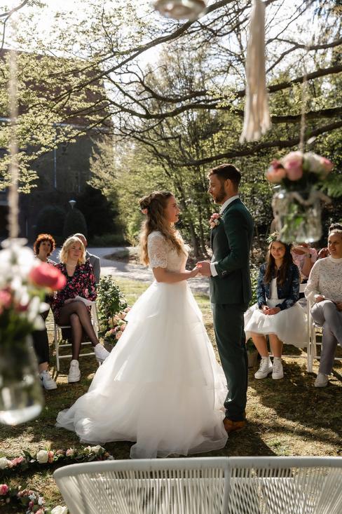 romantische lente bruiloft bij oud klooster 69